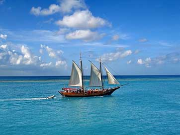Aruba Sailboat Caribs Island