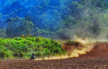 Motocross Dirt-Bike Belize Mountains